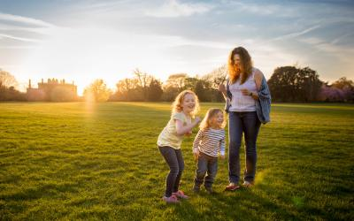 Evening light in Greenwich Park – London family photography
