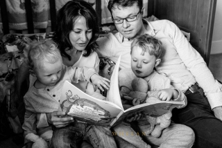 family reading photography session